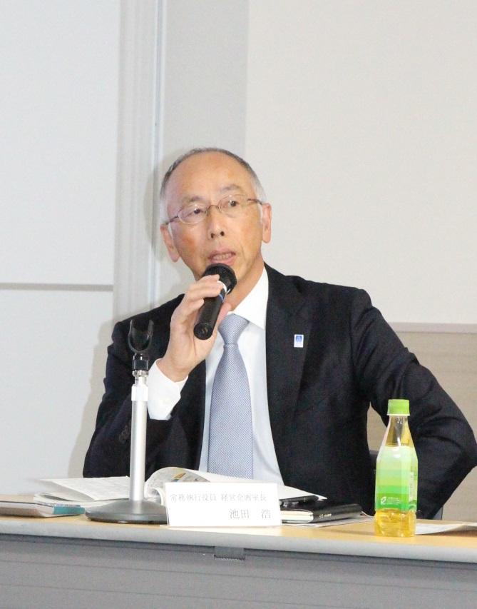質問に応じる池田浩常務執行役員社長室長