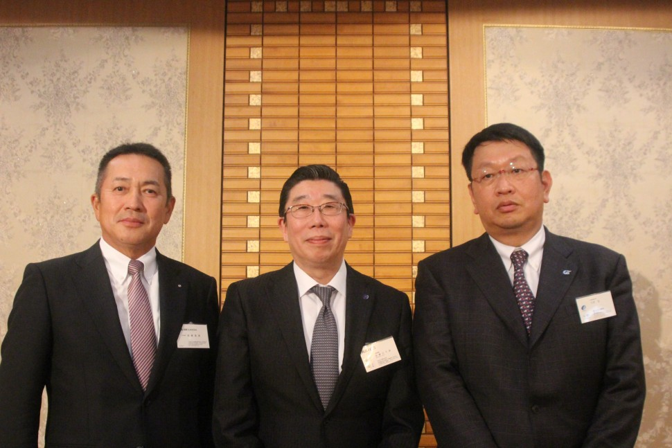 左から加藤龍雄副理事長、加藤巳千彦新理事長、大野裕新副理事長