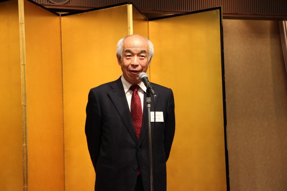 挨拶する和田会長