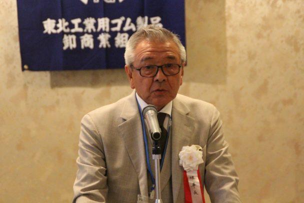 挨拶する冨田理事長