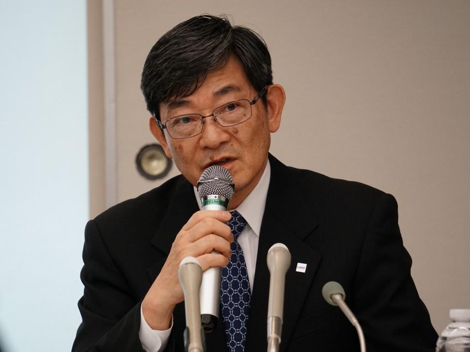 18年度の事業戦略を説明する山本社長