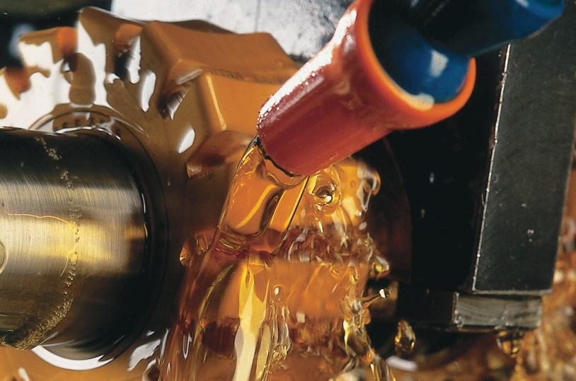 多機能添加剤「アディティン」の主な用途は、工業用油、グリース、金属加工油