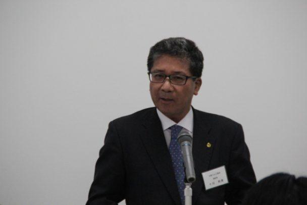 来賓の祝辞を述べる大阪ゴム工業会の十川副会長