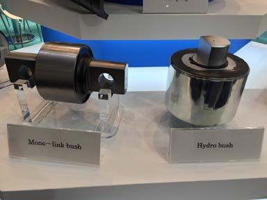 参考出品する液封タイプの防振ゴム(右)