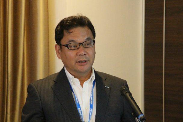 コンテストの概要を説明するトーヨータイヤジャパンの山邊社長
