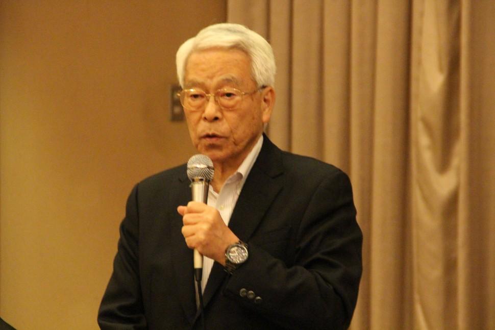 あいさつす野田会長