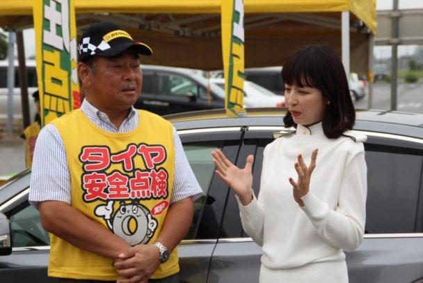 タイヤ点検を体験について感想を述べる平井さん