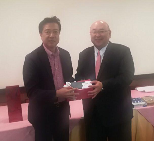 左・優勝のフォルボジークリング佐藤社長、右・ニシヤマの西山正晃社長