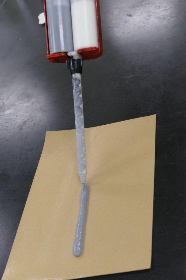 新技術を活用した接着剤の試作品