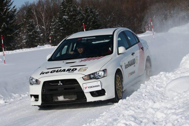 奴田原選手が運転するランサーエボリューションに同乗しラリー走行を堪能した