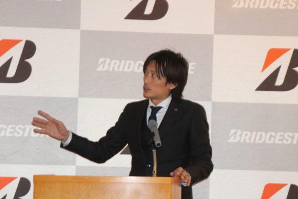 開発コンセプトを説明する消費財マーケティング本部消費財商品企画部長の雀部俊彦氏