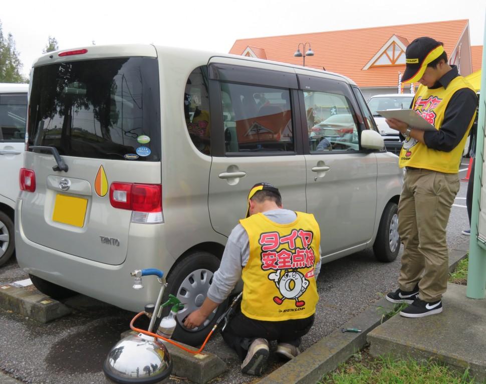 タイヤ点検活動の様子