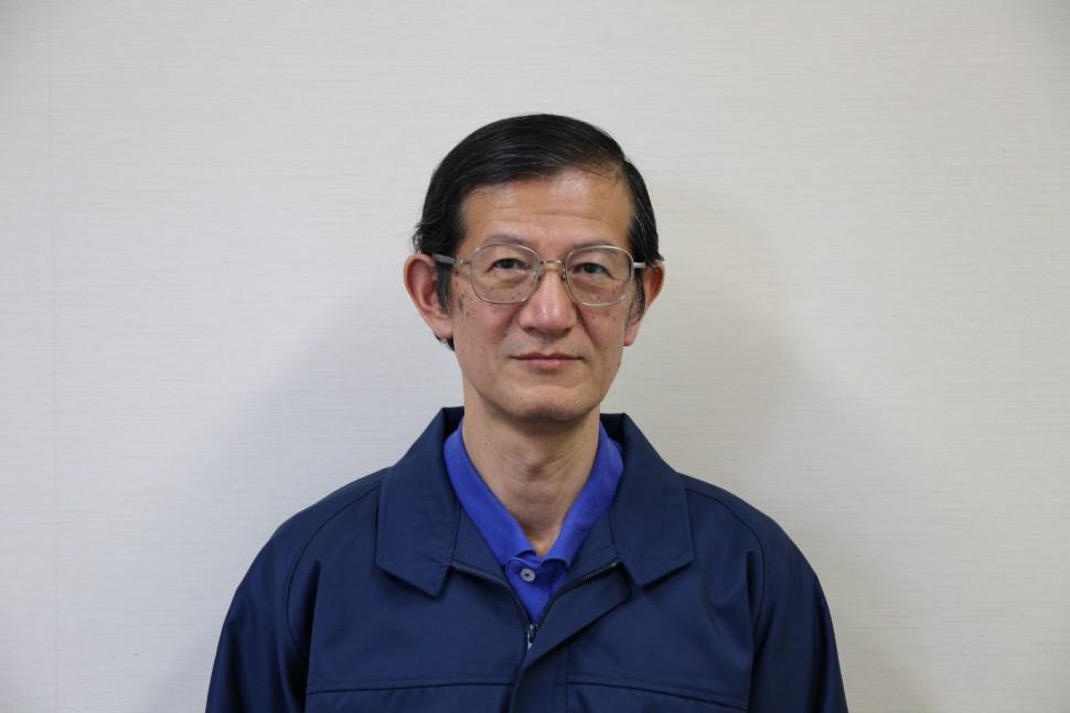 社名変更に伴い作業着も刷新したと語る長坂社長