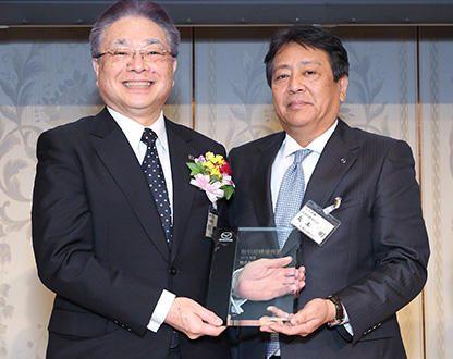 マツダ 代表取締役社長兼CEO丸本明 氏(右)