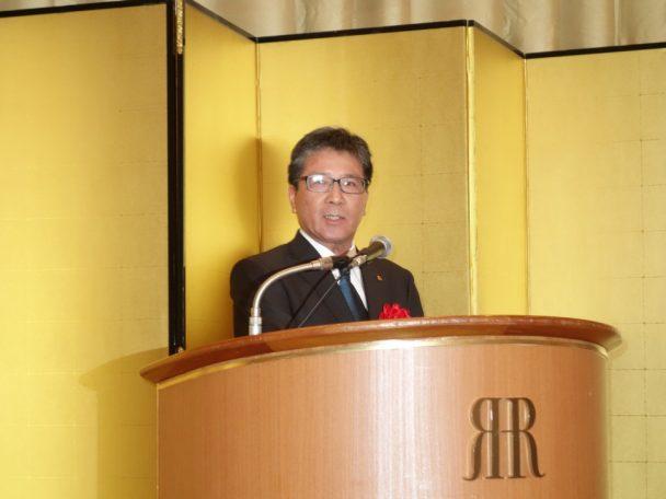 祝辞を述べる大阪ゴム工業会の十川利男副会長