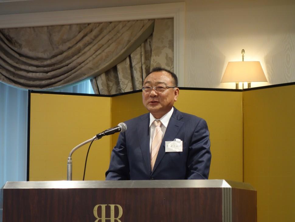 総会であいさつする岡浩史理事長