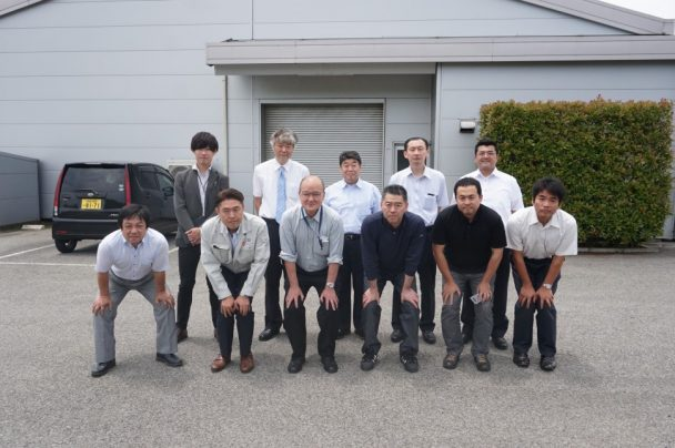 サンコーゴム成田工場で集合写真