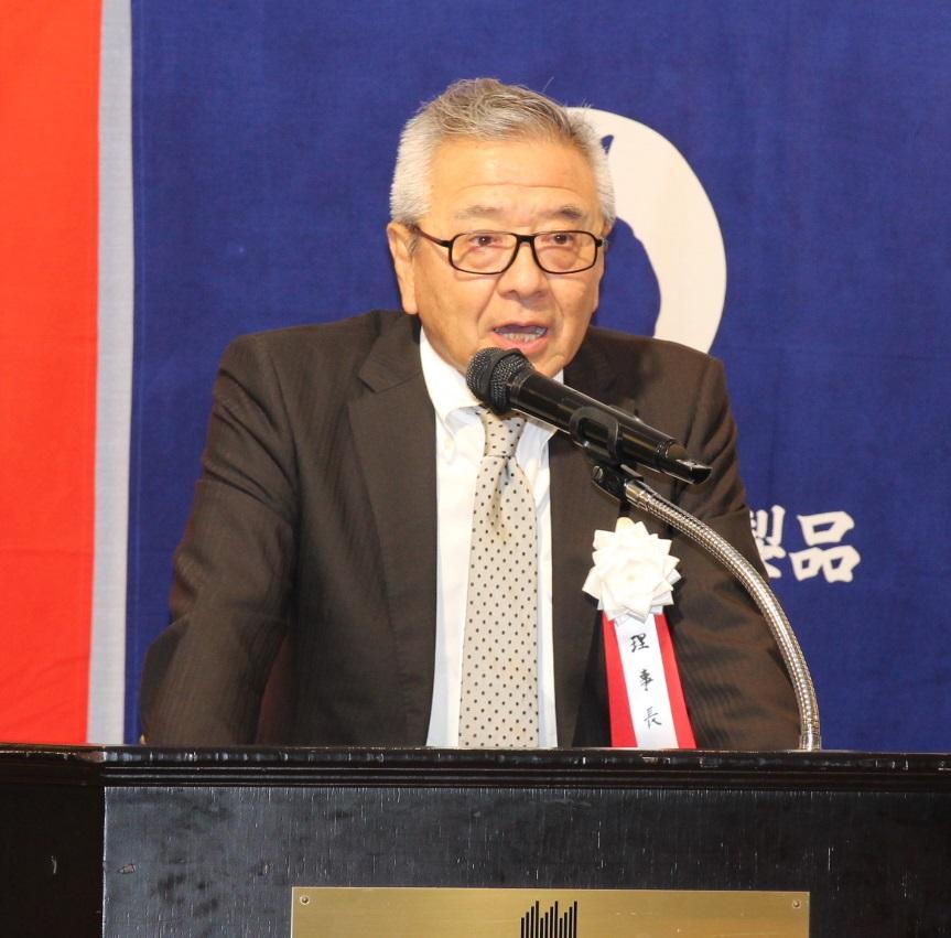 総会であいさつする冨田理事長