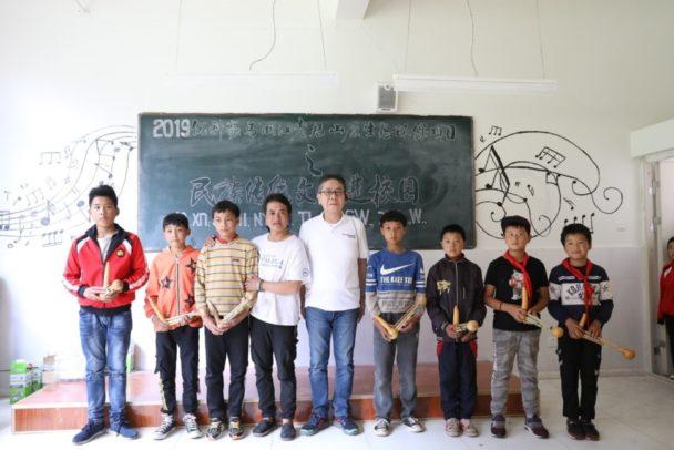 黎明完小学校の生徒たち