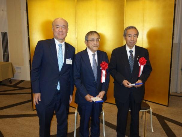 令和元年春の叙勲受賞者に記念品が授与された
