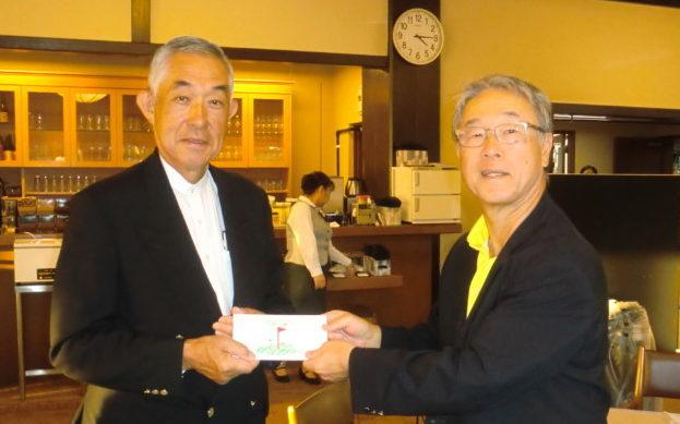 左が優勝の田村氏、右・新発田会長
