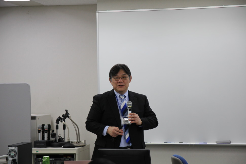 異種材料テーマに講演する佐藤教授