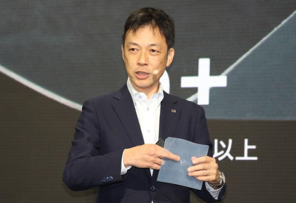 東京モーターショーでサシムを発表する会田フェロー