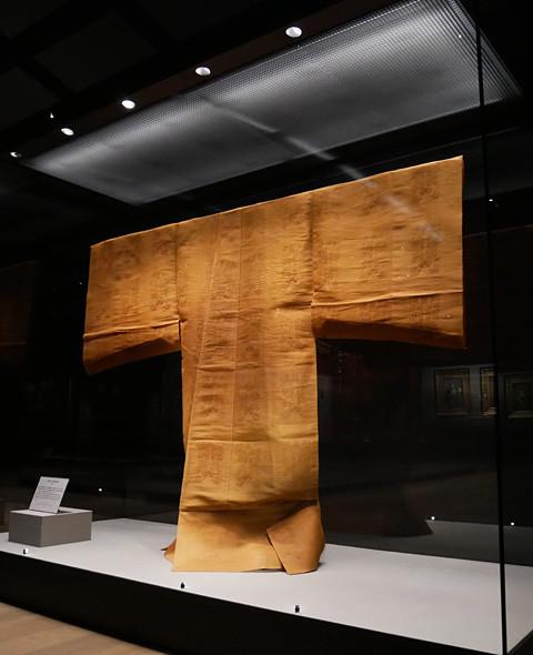 明治神宮ミュージアムの黄櫨染御袍