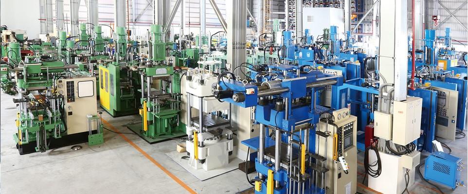 台湾ジンダイマリナリー社の成型プレス、射出成型機工場