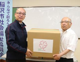 川口同協議会常務理事(右)と羽賀同社総務部長