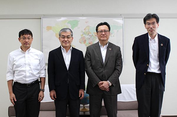 左より髙橋教授、東学長、三井化学柴田常務、同社伊崎RF