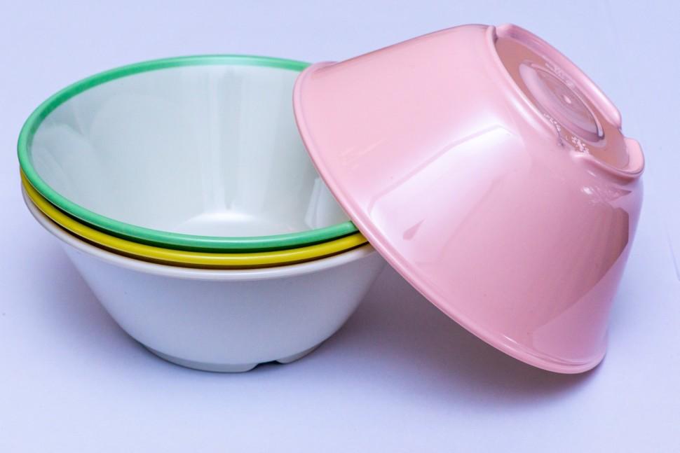 ウルトラゾーンを使用した学校給食用食器