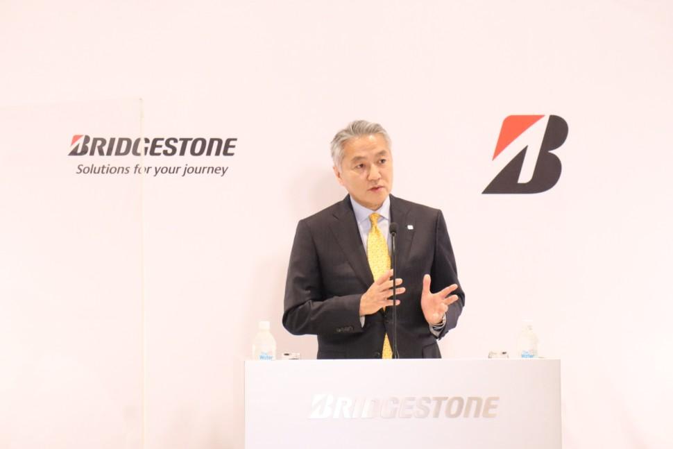 経営戦略について説明する石橋CEO