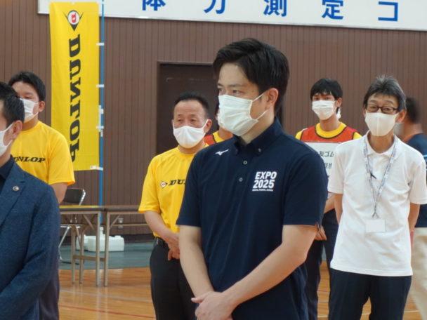 泉大津市から協定の説明を受ける吉村大阪府知事