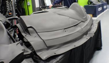 超高流動品を用いた自動車内装表皮