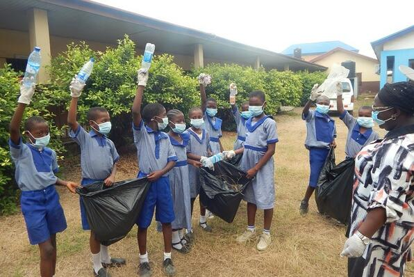 マシン地区の学校での清掃活動