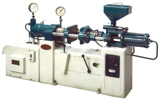 販売第一号機のYD―2型(1957年)