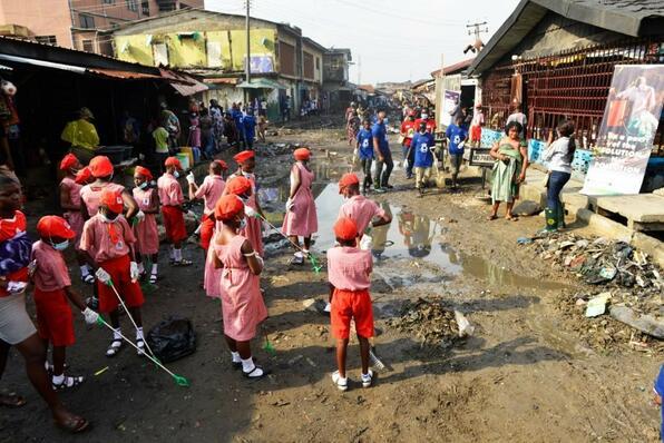 オリル・イガンミュ地区での学校・地域一体となった清掃活動