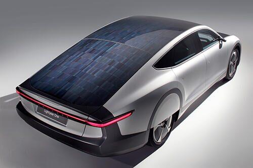 太陽光発電型電気自動車「ライトイヤー・ワン」