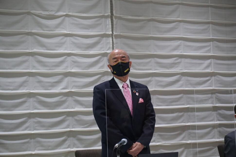 挨拶する池田育嗣会長