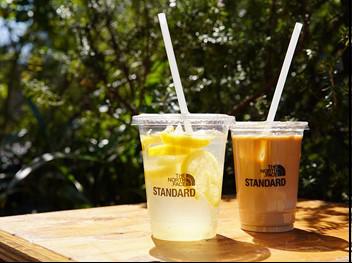 カフェで提供される飲料(同社ストロー使用)