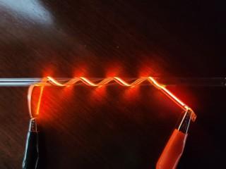 紐状のiOLEDフィルム光源