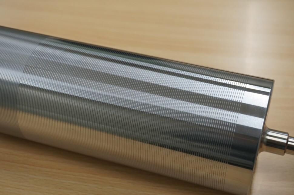 CFRPメッキロール(マイクログルーブ加工)