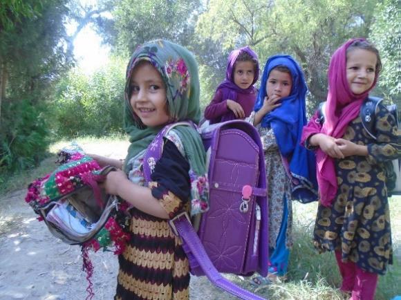 アフガニスタンの子どもたちにランドセル①