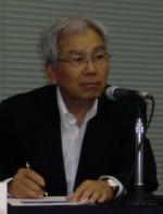 記者会見する中倉社長