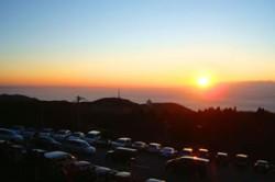 「TOYO TIRES ビューラウンジ」から見た初日の出の様子(2011年1月1日)